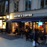 Photo taken at Wayne´s Coffee by Sultan A. on 10/9/2013