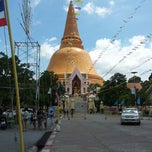 Photo taken at วัดพระปฐมเจดีย์ฯ (Wat Phra Pathom Chedi) by Preecha J. on 9/23/2012