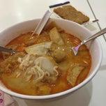 Photo taken at Ak Noodles House 阿坤西刀鱼丸 by Lulu A. on 4/13/2015