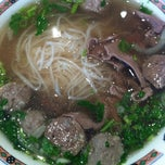 Photo taken at Pho Mi 99 by Marie L. on 10/15/2012