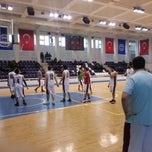 Photo taken at Marmara Üniversitesi Büyük Spor Salonu by Yunus A. on 2/20/2013