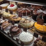 Photo taken at The Cheesecake Factory by Jonatas B. on 4/16/2013