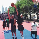 Foto tirada no(a) David Crombie Park Basketball Court por HUDDLERS em 7/2/2013