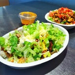 Photo taken at Chipotle Mexican Grill by Jose R. on 10/7/2012