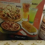Photo taken at Pizza Hut by dhe s. on 12/13/2014