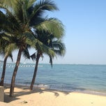 Photo taken at หาดพัทยา (Pattaya Beach) by Poleene 🎀 on 1/17/2013