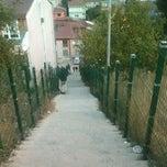 Foto tirada no(a) Burhaniye Mahallesi Metrobüs Durağı por Kerem T. em 10/23/2012