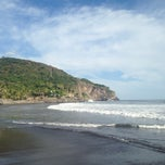 Photo taken at Playa El Zonte by Oscar D. on 12/15/2013