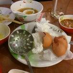 Photo taken at Hot Pot Inter Buffet (ฮอท พอท อินเตอร์ บุฟเฟต์) by Passakorn O. on 1/5/2013