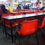 Photo taken at โรงอาหารตึก B by Ta I. on 8/21/2013