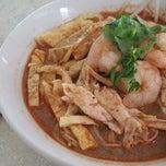 Photo taken at Mei Mei Food Court (美美) by Grace R. on 11/19/2014