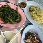 Photo taken at ร้านส้ม อาหารตามสั่ง by 🌴🌷PA-Double-D#19🌷🌴 on 10/2/2012