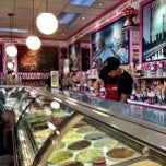 Photo taken at La Casa Gelato by Lucid Routes K. on 5/21/2013