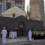 Photo taken at Masjid Abu Bakar, Madinah by Özer on 4/19/2014