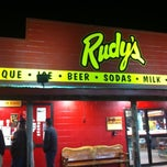 Photo taken at Rudy's Country Store & Bar-B-Q by FERNANDO on 11/18/2012
