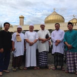 Photo taken at Masjid Pekan Papar by Tuan Wujian on 11/16/2013