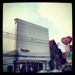 Photo taken at Kasikornbank Sukumvit55 (thonglor 20) by Dicken L. on 9/19/2012