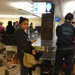 Photo taken at Cinta Equipaje 6 / Baggage Belt 6 by Michiko K. on 7/15/2013
