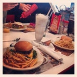 Photo taken at Steak 'n Shake by Phoenix L. on 4/21/2013