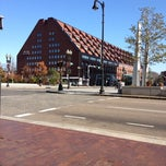 Photo taken at Boston Marriott Long Wharf by Ellen on 11/10/2012