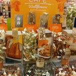 Photo taken at Bath & Body Works by Tomas on 9/20/2014