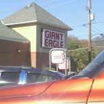 Photo taken at Giant Eagle Supermarket by Sandy H. on 11/8/2012