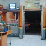 Photo taken at Rumah Makan Ayam Goreng Yukonah by Lufky L. on 9/27/2014