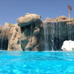 Photo taken at Sunset Beach Resort || منتجع شاطئ الغروب by Ramzi H. on 7/6/2013
