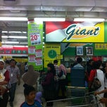 Photo taken at Giant Mega Bekasi by Saliwang ™. on 10/26/2012