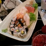 Photo taken at Kami Sushi by Guilherme G. on 11/4/2012