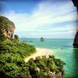Photo taken at อ่าวไร่เลย์ ตะวันตก (Railay Beach West) by Dusty A. on 8/25/2013