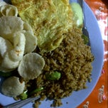 Photo taken at Nasi Goreng Pak Arif by Cherry F. on 12/2/2012