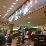 Photo taken at Barnes & Noble by Fernando Z. on 2/22/2013