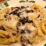 Photo taken at Olive Garden by Chris D. on 4/27/2013