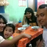 Photo taken at Bakso Solo Mas Edi (Bakso Bango) by Adiatma C. on 8/5/2013