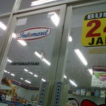 Photo taken at Indomaret Kalasan 004 by Lilih P. on 3/18/2012