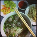 Photo taken at Phở Quỳnh by Poppet C. on 5/25/2013