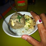 Photo taken at Bakso Rahmat ke 6-Cabang Pal by Harro (. on 11/11/2014