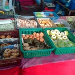 Photo taken at Bazar Ramadhan,Kamunting,Perak. by Nazrin S. on 7/31/2013