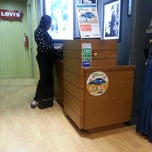 Photo taken at Levi's® Store by Wenda S. on 9/26/2013