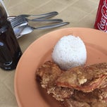 Photo taken at Chicken Chicken by Ryan R. on 4/16/2015