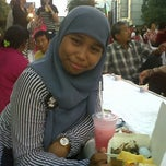 Photo taken at Car Free Day Tunjungan by Avissa S. on 4/14/2013