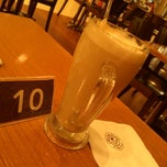 Photo taken at The Coffee Bean & Tea Leaf by del M. on 11/6/2013
