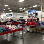 Photo taken at Sam's Club by Victor Hugo F. on 1/18/2013