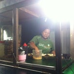 Photo taken at Tahu Tek & Tahu Telor Warung 98 by Angela V. on 2/11/2013