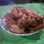 Photo taken at Sari Laut Depan Ubaya Cak Gosim by Yosi A. on 8/21/2013