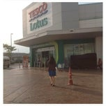 Photo taken at Tesco Lotus (เทสโก้ โลตัส) by thummanoon k. on 10/9/2013