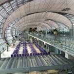 Photo taken at Suvarnabhumi Airport (BKK) ท่าอากาศยานสุวรรณภูมิ by Bastsu W. on 7/25/2013