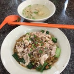 Photo taken at New Weng Fatt Cafe & Restaurant by Jacky F. on 9/6/2014