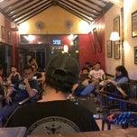 Photo taken at Kedai Kopi Espresso Bar by Vera P. on 3/31/2014